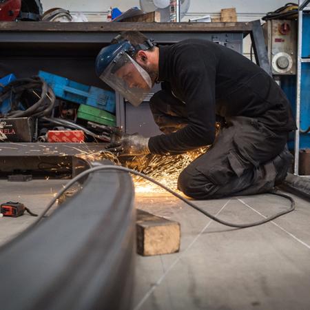 Modification d'une pièce de tôle - Atelier de chaudronnerie - AMTI Nantes (44) - Assistance Maintenance Technique Industrielle