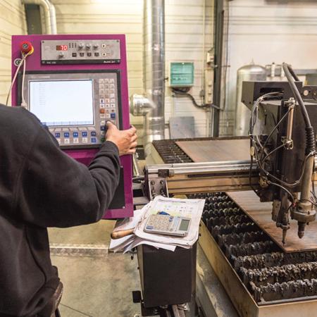 Préparation d'un programme de découpe plasma - Atelier de chaudronnerie - AMTI Nantes (44) - Assistance Maintenance Technique Industrielle